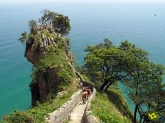 Faro del Caballo (Senditur) Tags: las parque del de faro caballo natural turismo senderismo cantabria santoa acantilados marismas noja senditur