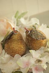 Wedding cake topper , pear wedding cake topper (charles fukuyama) Tags: wedding fruit boda ringbearer mariage 結婚式 cakedecoration ringpillow weddingcaketopper peardecor kikuike