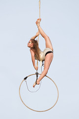 Empty Sky (Bloui) Tags: show woman girl hoop montral outdoor circus july qubec acrobat split quartierlatin 2016 cerceau fracas placemiliegamelin aerialhoop eos7d montralcompltementcirque mccirque montrealcirquefestival