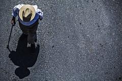 Te esperar en el cielo (Ignacio M. Jimnez) Tags: shadow espaa spain huelva oldman sombra andalucia andalusia abuelo updown picado puntaumbria cenital