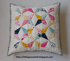 PATCH6009-Cojin-AGF-PatBravo (Silvia LGD (Little Green Doll)) Tags: crafts patchwork cojín cushion agf artgalleryfabrics patbravodesign essentialsii fabrics handmade hechoamano telas