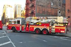 FDNY Tower Ladder 21 (Triborough) Tags: nyc newyorkcity ny newyork manhattan firetruck fireengine ladder fdny hellskitchen seagrave newyorkcounty towerladder newyorkcityfiredepartment ladder21 towerladder21