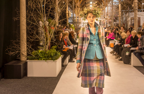 SONIA REYNOLDS PRESENTS HER SELECTION OF THE BEST OF IRISH FASHION- REF-101372
