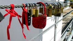 Cadeados em Puerto Madero (filipetche) Tags: argentina puerto buenos aires viagem madero unio cadeados