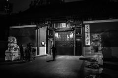 In / Out (待宵草 (Gino Zhang)) Tags: bw monochrome lumix shanghai panasonic cropped 上海 黑白 43 m43 mft gm1 mirrorless lumixg micro43 microfourthirds hx015 dmcgm1 panasoniclumixgleicadgsummilux15mmf17asph leicadgsummilux15mmf17