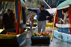 Flower salesman (Thomas Roland) Tags: city travel summer musician music colour gardens by america de mexico boats canal sommer central floating ciudad tourist mariachi colourful amerika xochimilco trajinera både rejse trajineras kanaler mellemamerika