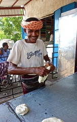 Bread Making in Yemen (EleanorGiul ~ http://thevelvetrocket.com/) Tags: yemen イエメン iémen йемен justinames 也门 arabpeninsula yemenifood locallifeinyemen httpthevelvetrocketcom breadmakinginyemen เยเมน