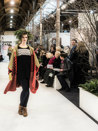 SONIA REYNOLDS PRESENTS HER SELECTION OF THE BEST OF IRISH FASHION REF-101451