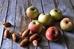 golden health (Muin.M) Tags: food apple nourriture pomme datte
