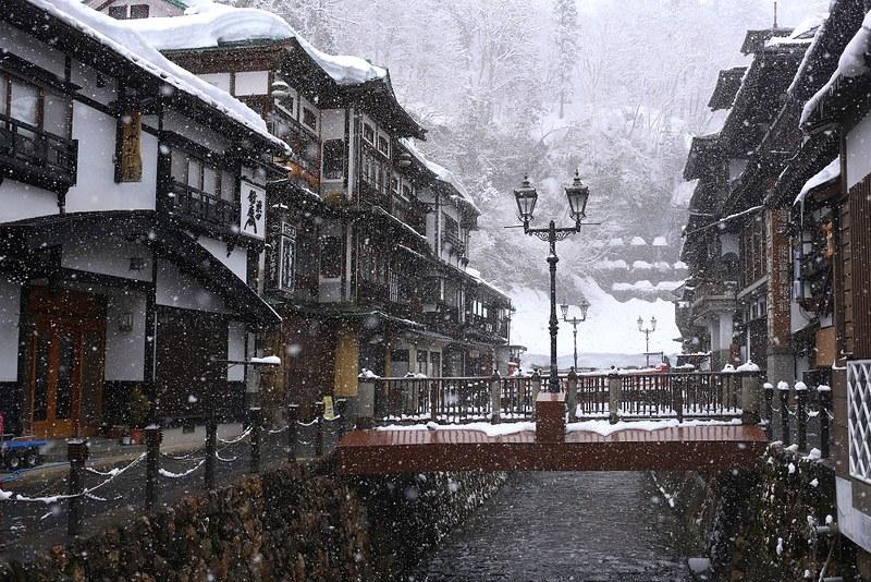 銀山溫泉的雪景早中晚