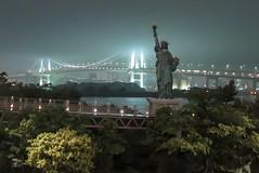 New York? San Francisco? No, Tokyo. (fabioresti) Tags: tokyo japan giappone statueofliberty rainbowbridge statuadellalibert