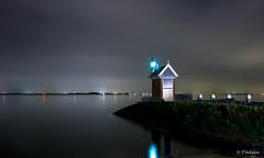 The Volendam harbor at night (titidylan) Tags: longexposure longueexposition nuit port harbour night landscape paysage eau mer hollande paysbas volendam harbor lighthouse phare