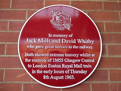 Jack Mills & David Whitby commemorative wall plaque @ Crewe (Sim0nTrains Photos) Tags: tribute skoda greattrainrobbery class90 electriclocomotive thegreattrainrobbery westcoastmainline wcml crewestation 90036 dbschenker crewerailwaystation namingceremoney 90036driverjackmills greattrainrobbery1963