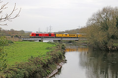 67027 crosses the river Tame (Andrew Edkins) Tags: bridge water birmingham diesel locomotive skip rivertame class67 67027 testtrain leamarston 67030 railwayphotography derbyderby