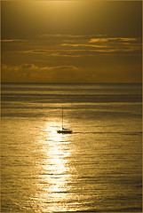 Waikiki Sunset -- Honolulu, Oahu (HI) October 2014 (Ron Cogswell) Tags: hawaii waikikisunset honoluluoahuhi roncogswell waikikisunsethonoluluoahuhi waikikibeachhi