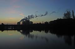 Smoke And Mirrors (Bricheno) Tags: nautical college smoke chimney reflections sunrise szkocja scozia scoția scotland schottland escòcia escocia écosse bricheno 蘇格蘭 स्कॉटलैंड σκωτία glasgow river clyde riverclyde bridge gorbals crane mosque