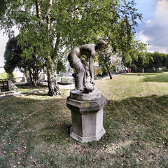 Paris - 20-09-2014 - 17h05 (Panoramas) Tags: sky panorama paris tree grass statue garden square femme jardin ciel format stern arbre ptassembler herbe nue carr saintcloud pedestal socle pidestal multiblend