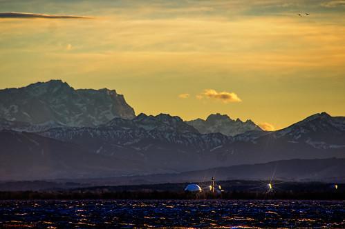 Erdfunkstelle Raisting vor dem Wettersteingebirge mit der Zugspitze