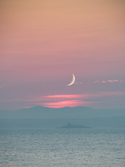"""Moonrise Newhaven • <a style=""""font-size:0.8em;"""" href=""""http://www.flickr.com/photos/56213560@N00/27003143915/"""" target=""""_blank"""">View on Flickr</a>"""