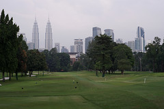 KL Twin Towers (█ Slices of Light █▀ ▀ ▀) Tags: old urban skyline club vintage golf lens minolta f14 sony petronas towers royal twin course mc malaysia kualalumpur kl 58mm selangor malaisie 馬來西亞 rsgc rokkor a7ii 吉隆坡 马来西亚