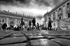 Piazza del Campidoglio per CleanRome (luporosso) Tags: roma rome italia italy cleanrome sporcizia dirt immondizia garbage inciviltà incivility incuria carelessness cittàeterna eternalcity bn bw bianconero biancoenero blackandwhite