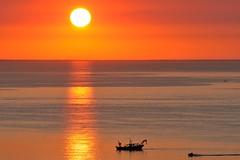 Buongiorno - Good Morning (luporosso) Tags: natura nature naturaleza naturalmente nikond300s nikon alba sunrise adriatico vongoliera marche mare sea estate summer italia italy sole sun barca boat riflesso riflessi