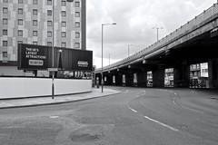 London (miners04) Tags: london england europe europa uk greatbritain architektur architecture architettura street strase streetshots streetphotography urban landscape urbanlandscape sony rx sonyrxm2 canyon bw sw schwarzweiss blackwhite urbex