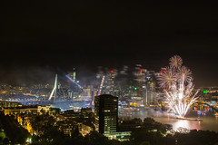 WHD-Vuurwerk-2 (Ivo Kreber) Tags: fireworks rotterdam fire smoke color city netherlands skyline buildings river maas hotelnewyork hotelny dark light bright erasmusbrug brige canon canonef1740mmf4l 6d night nightphotography nederland wereld haven dagen wereldhavendagen 2016 september