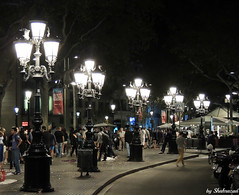 La Rambla at night (Shahrazad26) Tags: rambla ramblas barcelona spanje spain spanien espagna espagne catalunya nightshot night nachtopname nacht nuit lampposts streetlamps lantaarnpalen