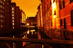 Speicherstadt, Hamburg (michelekdt) Tags: camera autumn oktober color art film contrast digital germany deutschland photography photo high cool nikon october foto fotografie outdoor object hamburg herbst fine format awkward nikkor tamron selfmade speicherstadt largeformat kamera lense langzeitbelichtung objective objektiv objekt wasserzeichen michelekdt