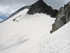 Senda trazada (tunante80) Tags: espaa mountain france sport spain huesca aragon deporte monte montaa francia glaciar ascension cima benasque pirineos mendia pirineo aragn aneto cumbre maladeta parquenaturalposetsmaladeta labesurta larenclusa panoramio702141100074679 parquesnaturalesynacionales ascensinaneto3407m