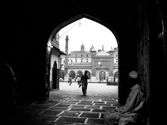 Mosque (afanatochka) Tags: bw india blackwhite candid delhi streetphotography mosque candidphotography chubnata natashaafanasyeva afanata