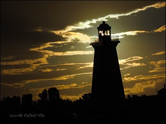 Lighthouse serie: 4 of 4 -With the sun at a lower angle and dark exposition (Rafael Vila) Tags: sunset lighthouse france luz faro atardecer soleil puestadesol effect phare coucherdesoleil efectos leucate