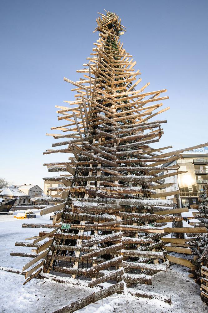 Cây thông từ gỗ tái chế