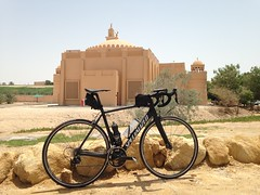 At the base of Jebel Hafeet, UAE (Patrissimo2017) Tags: road bike cycling mosque bicycle uae
