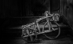 DSC_0275 (Sain_Photography) Tags: madera bicicleta antiguo artesania blanconegro manualidad