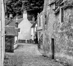 "Culross, Fife, 4 • <a style=""font-size:0.8em;"" href=""http://www.flickr.com/photos/37942785@N03/27024048213/"" target=""_blank"">View on Flickr</a>"