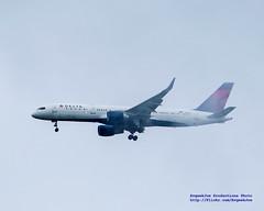 757 Poking Out of Low Cloud (AvgeekJoe) Tags: nikon delta dslr 757 jetliner boeing757 deltaairlines boeing757200 757251 boeing757251 d5300 n543us nikond5300 extremeweatheraviation