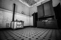 Spooky kitchen (Ludovic Enkler) Tags: house kitchen monochrome canon blackwhite haunted efs urbex 1018mm