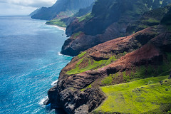 Aerial view of Nā Pali coast (Lena and Igor) Tags: kauai island hawaii us usa aerial view nāpali coast shore landscape surf rocks ocean sea water scenic travel dslr nikon d5300 nikkor 18300 telephoto zoom wow