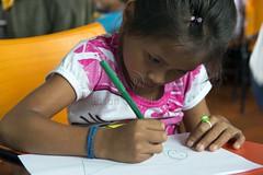 _TEF5532 (Edson Grandisoli. Natureza e mais...) Tags: peixe papel escola lpis menina desenho jovem desenhando amaznia educao ribeirinha cabocla educaoambiental regionorte