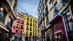 Cerca de Santa Ana, Por los cielos de Madrid #120 (pepoexpress - A few million thanks!) Tags: madrid street people urban architecture nikon candid streetphotography social urbanas streetshot d600 urbanshot nikond600 pepoexpress nikond60024120mmf4 porloscielosdemadrid madridfunstreet madridsmiles