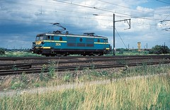 2634  Antwerpen - Nord  03.08.84 (w. + h. brutzer) Tags: analog train nikon 26 eisenbahn railway zug trains locomotive belgien lokomotive elok eisenbahnen sncb eloks webru antwerpennord