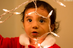 IMG_1332 (saraelym1) Tags: santa christmas light baby white cute boys canon children 50mm navidad luces kid kiss niños bebe d100 fotografia sl1 diversion clos navideña foquitos 1año5meses
