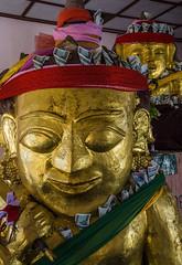 Los Negociantes (guillenperez) Tags: money statue golden asia notes burma buddhist buddhism nat myanmar southeast merchants estatua complex dinero pagan bagan billetes budismo dorada budista shwezigon sudeste complejo asiatico birmania negociantes