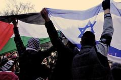 Je suis Charlie ! (Eklectique-photo) Tags: people paris france palestine journal janvier manifestation gens francais drapeau isral placedelarpublique evenement charliehebdo rvolte nikond90 eklectiquephoto marcherpublicaine nouvelespoir jesuischarlie