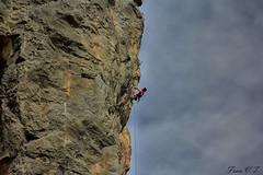 Sin miedo (cazador2013) Tags: canon persona cuerda cielo nubes turismo ef altura piedras aventura riesgo extremo 2470