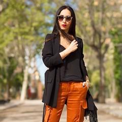 Estos pantalones cargo naranjas son preciosos, dan vida a cualquier look... pero os podra decir que lo mejor del look no son ellos, sino las sandalias...No os perdis el resto de las fotos, os van a encantar These orange cargo pants are so lovely... but (WOWS_) Tags: beauty fashion moda belleza streetstyle