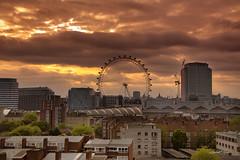 Coucher de soleil sur London Eye (laurent.rogue) Tags: orange london eye soleil town lumire londoneye londres angleterre ville coucherdesoleil granderoue royaumeuni