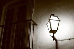 (K@spa) Tags: joo reganha jooreganha kspa faro window janela varanda balcony lamp candeeiro sconce street rua pb bw light lug lighting old antigo velho parede wall